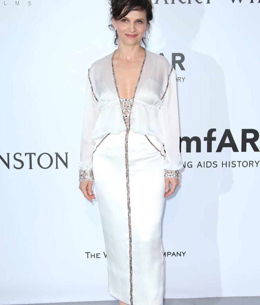 Juliette Binoche de blanco por Chanel