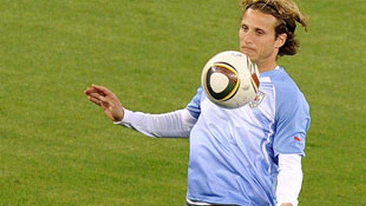 Diego Forlán durante un entrenamiento de la selección uruguaya. Foto: AP