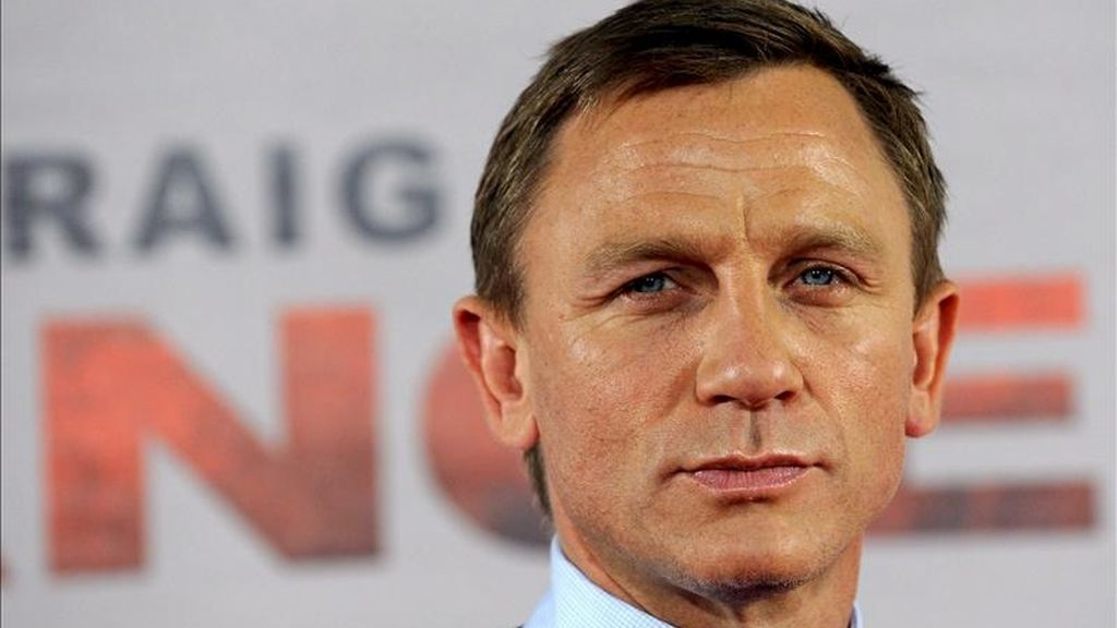 """El actor Daniel Craig volverá a encarnar por tercera vez al famoso espía británico después de """"Casino Royale"""" y """"Quantum of Solace"""", aunque en esta ocasión lo hará bajo la dirección de Sam Mendes, que se estrena como realizador de la franquicia. EFE/Archivo"""