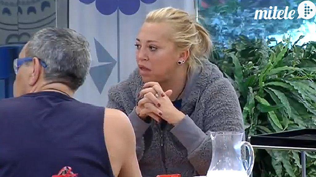 Ylenia vierte el zumo por mirarse al espejo y Aguasantas pide un médico