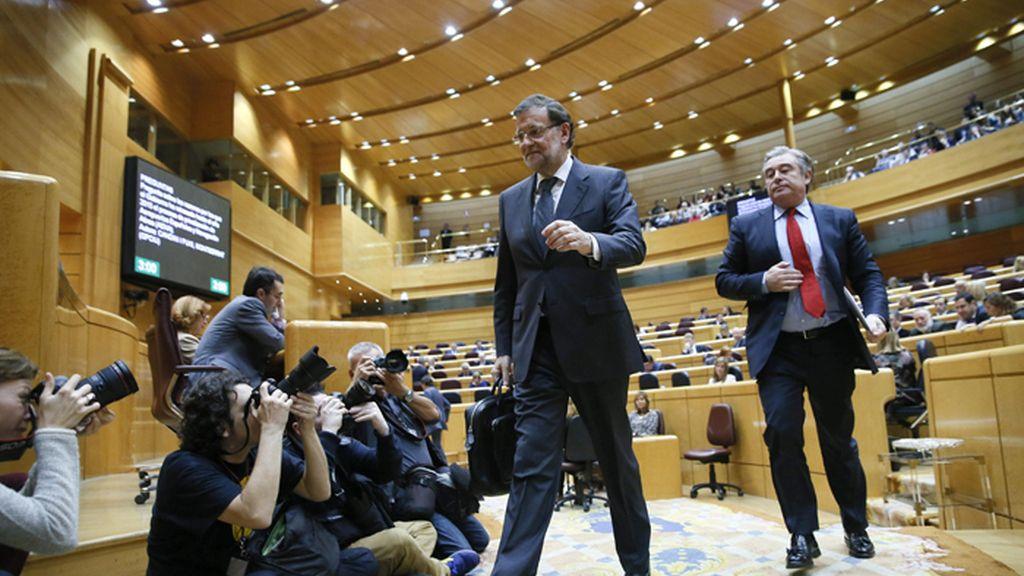 Rajoy a su salida de la sesión de control en el Senado