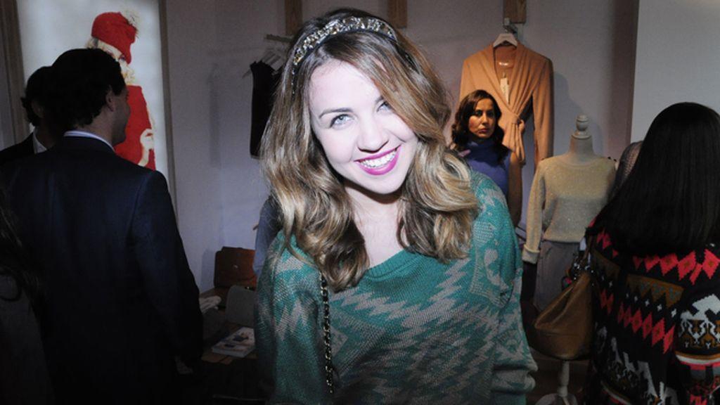 La actriz Andrea Guasch lució un original tocado para completar su look de Lavand