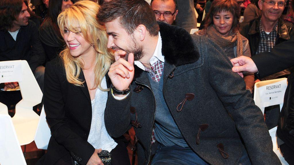 Gerard Piqué se lleva a Shakira a la presentación del libro de su padre