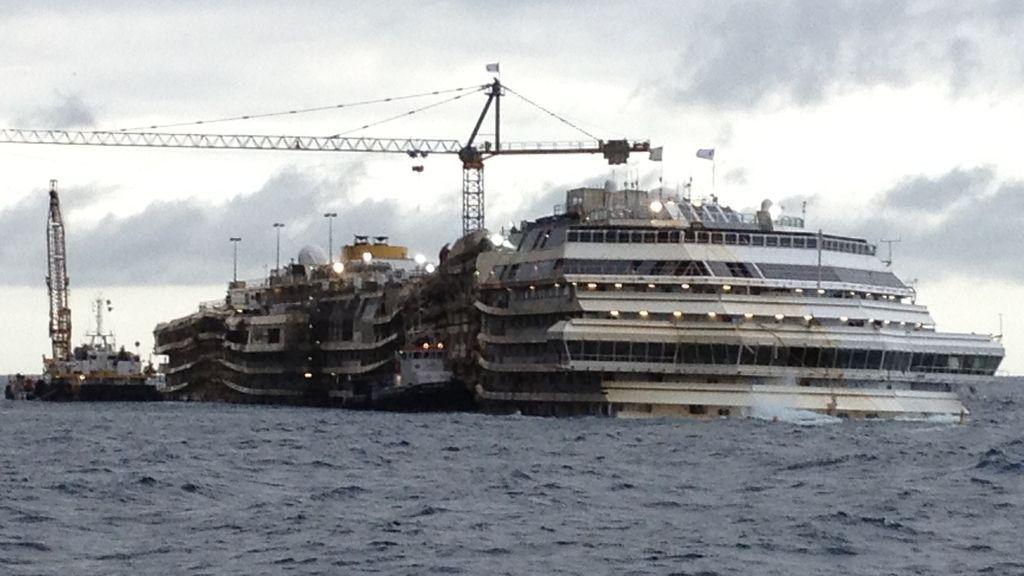 El Costa Concordia será remolcado a otra paya