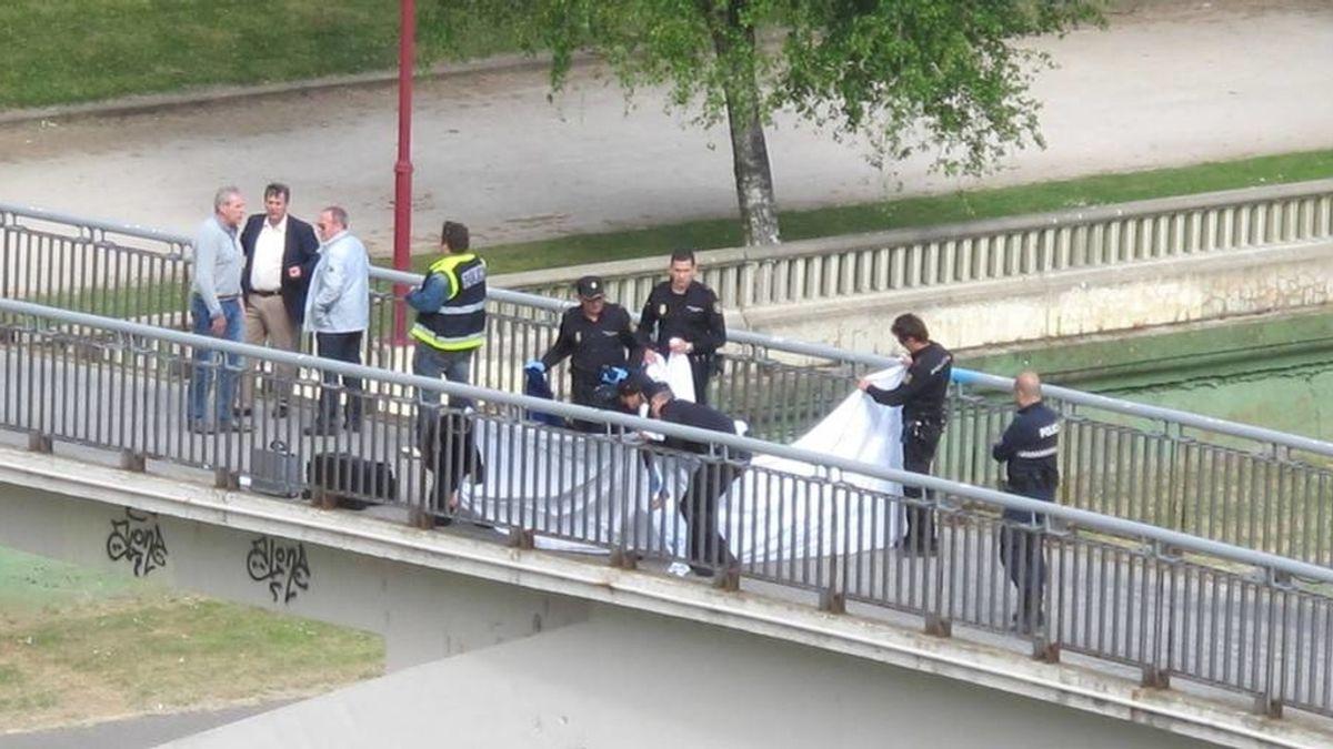 El cuerpo de la presidenta del PP de León en el lugar donde ha sido asesinada