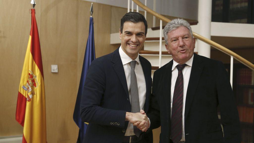 Pedro Sánchez se entrevista con Pedro Quevedo durante la ronda de consultas para su investidura
