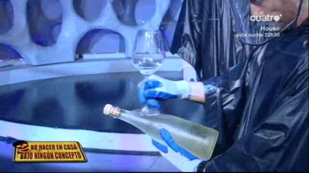 Descorchando el champán a cámara lenta