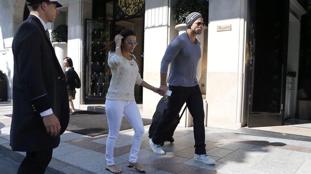 Eva Longoria, ilusionada y sonriente, no se separa de su chico