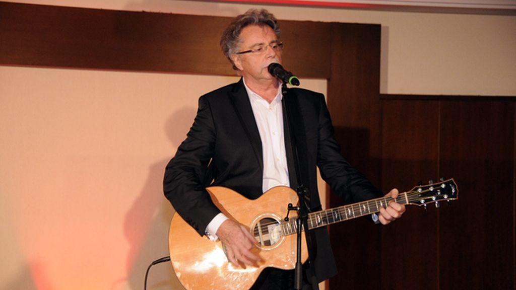 Pavol Hammel, uno de los más famosos cantantes de Eslovaquia, actuó durante la cena