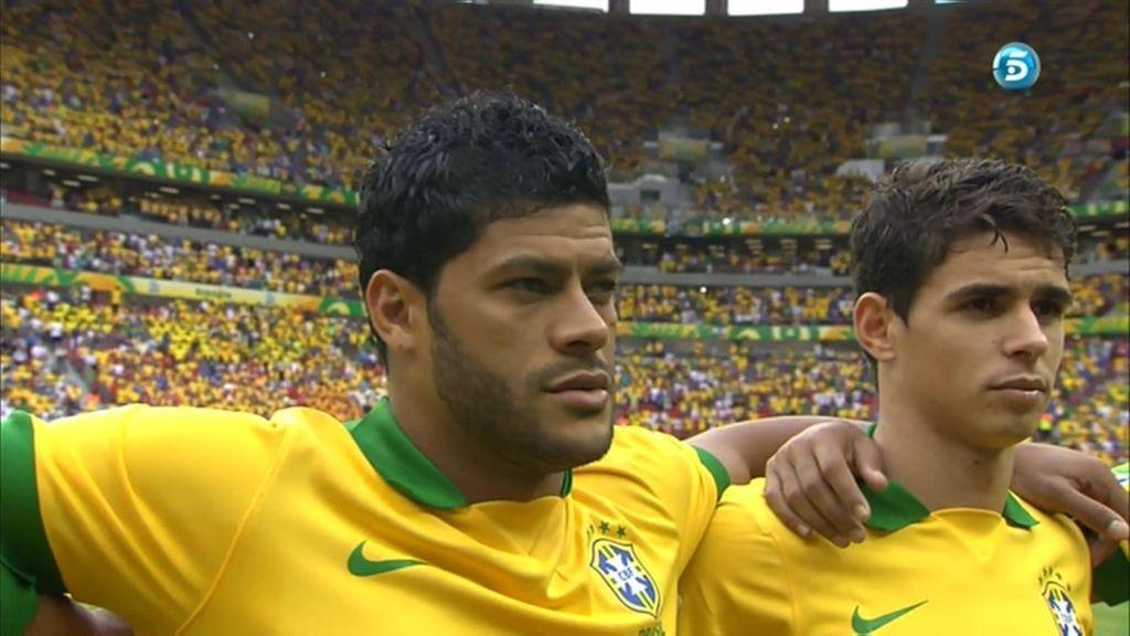 Hulk, en el momento del himno nacional brasileño.
