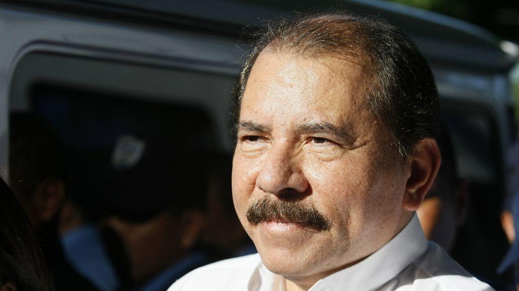 El presidente de Nicaragua y candidato por el Frente Sandinista, Daniel Ortega, encabeza la primera vuelta de las elecciones.
