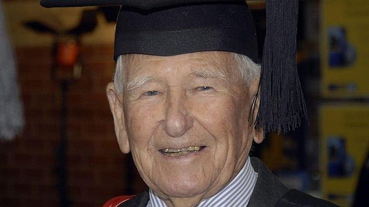 El graduado más viejo del mundo (EFE)