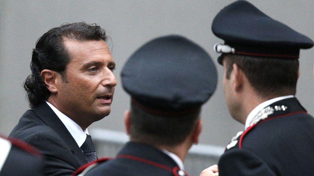 Francesco Schettino, capitan del Costa Concordia, durante un receso del jucio por la muerte de 32 personas al naufragar su crucero