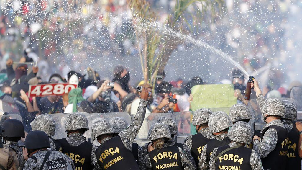 Protestas en Belo Horizonte, Brasil, ante la Copa Confederaciones. Foto: Reuters