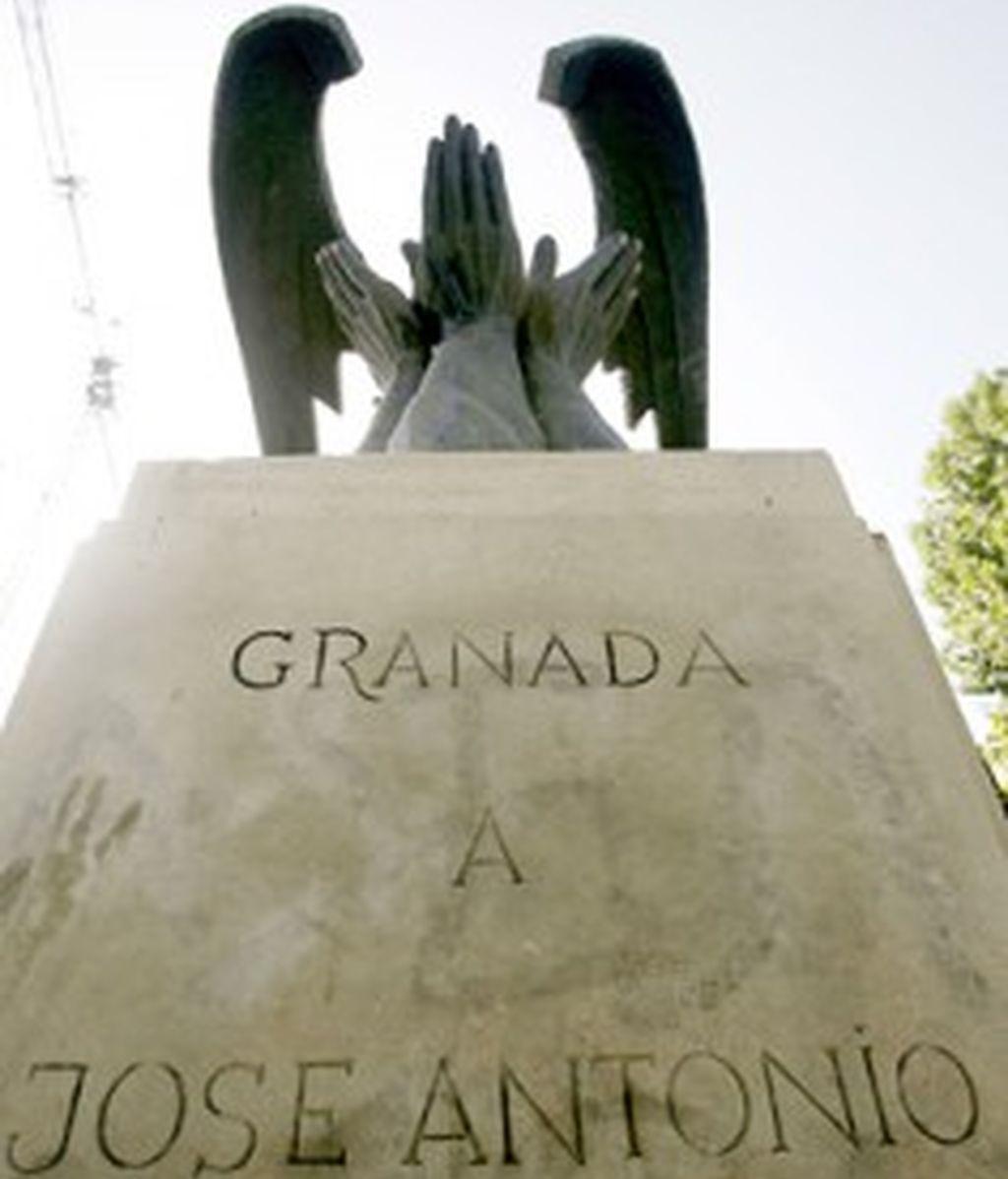 Monolito de Primo de Rivera en Granada