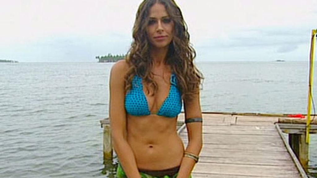 Eva González de nuevo en bikini