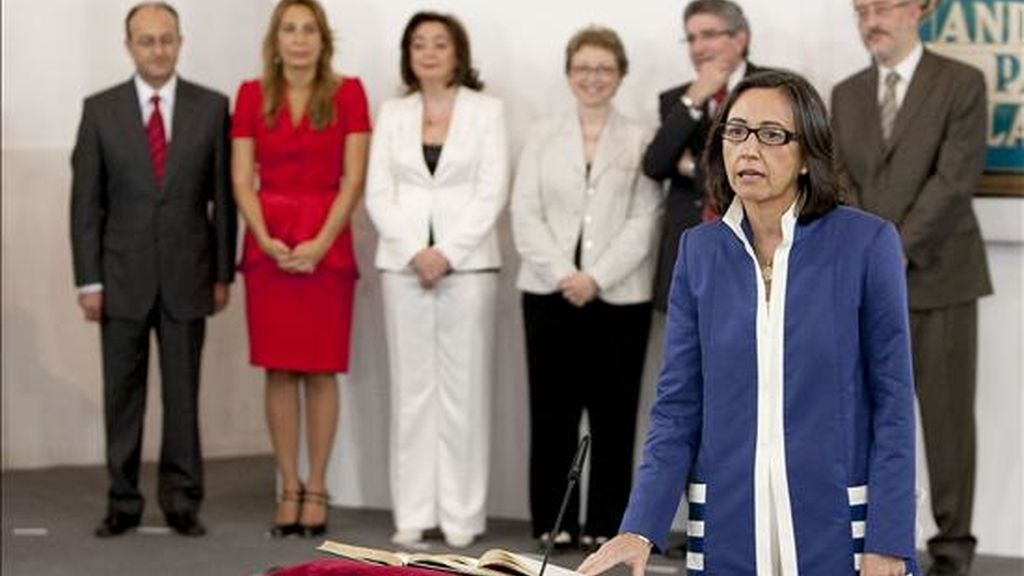 La consejera de Obras Públicas, Rosa Aguilar, en el momento en el que tomó posesión del cargo hoy en el Monasterio de Santa María de las Cuevas en Sevilla. EFE