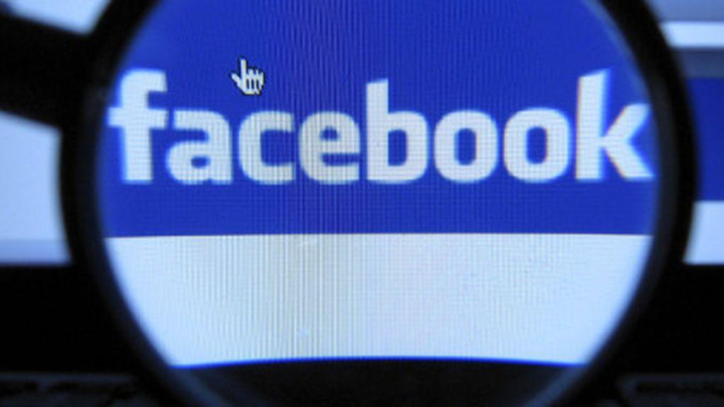 El marido furioso descubrió que su esposa y el 'amigo' intercambiaban mensajes íntimos en Facebook.