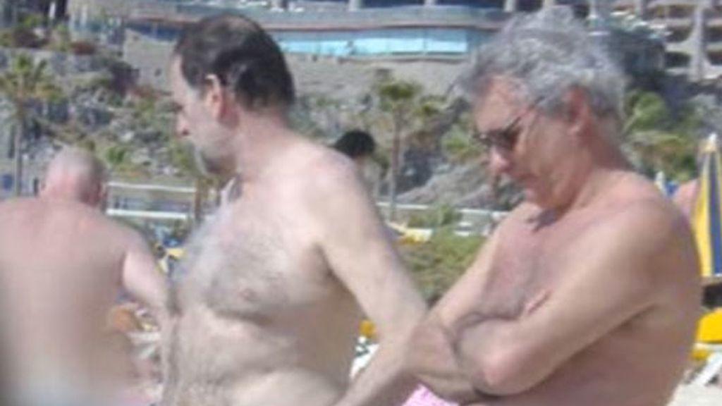 Rajoy luce palmito en la playa
