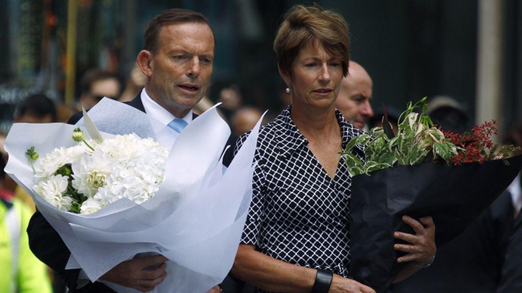 Tony Abbott, primer ministro de Australia, acude a la cafetería del secuestro