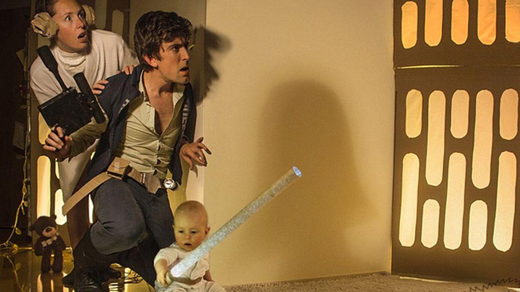 El poder de la fuerza de una mudanza en familia, recreando 'Star Wars'