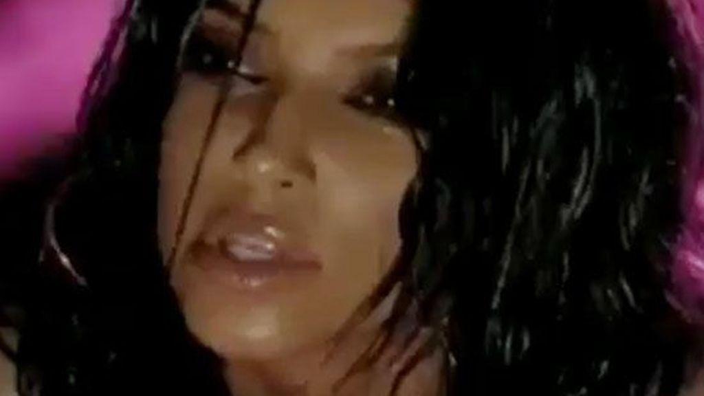 "Kim Kardashian, atrevida y sensual en ""Turn it up"""