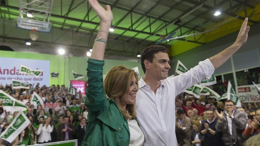 Susana Díaz y Pedro Sánchez en el cierre de campaña en Sevilla