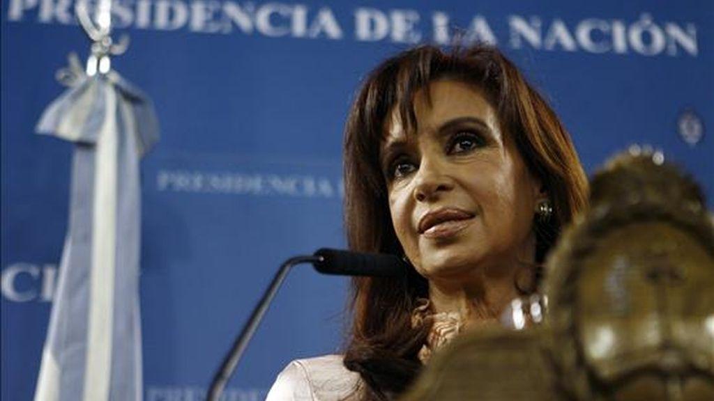 Las fuentes aclararon de todas formas que la campaña no está dirigida a la figura de la presidenta argentina, Cristina Fernández, cuya popularidad se encuentra en el 29 por ciento, según encuestas de febrero. EFE/Archivo