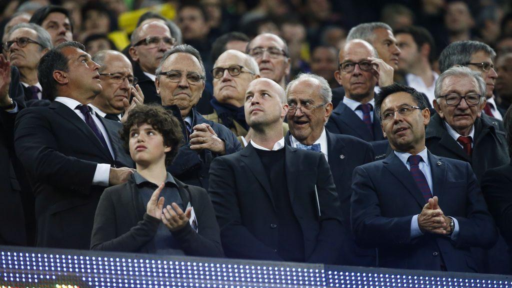 Los familiares de Johan Cruyff en el palco