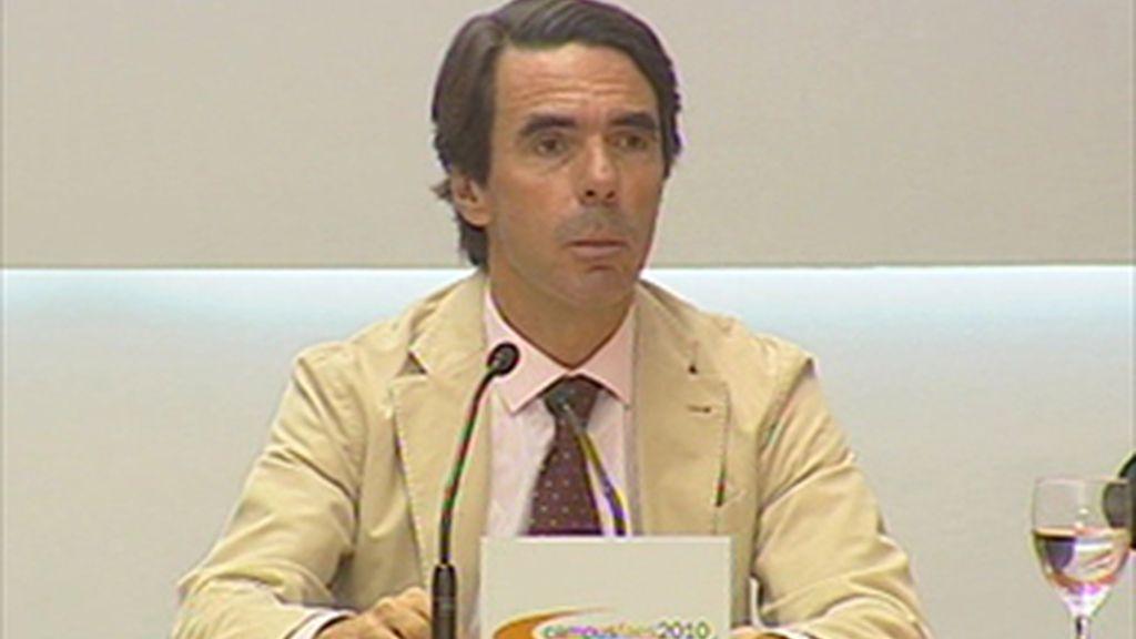"""Aznar acusa a Zapatero del """"lío"""" en torno al Estatuto de Cataluña"""