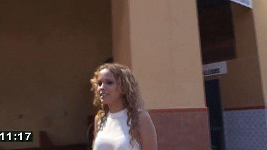 Gloria Camila se mostró muy sonriente junto a la novia de su padre