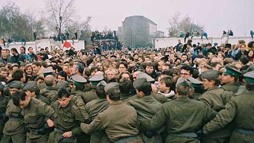 """""""Nosotros somos el pueblo"""" agrietó el muro"""