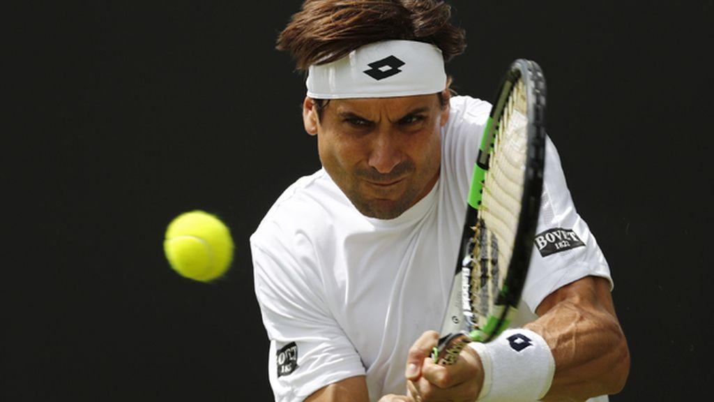 Ferrer arrolla a Sela en su debut en Wimbledon
