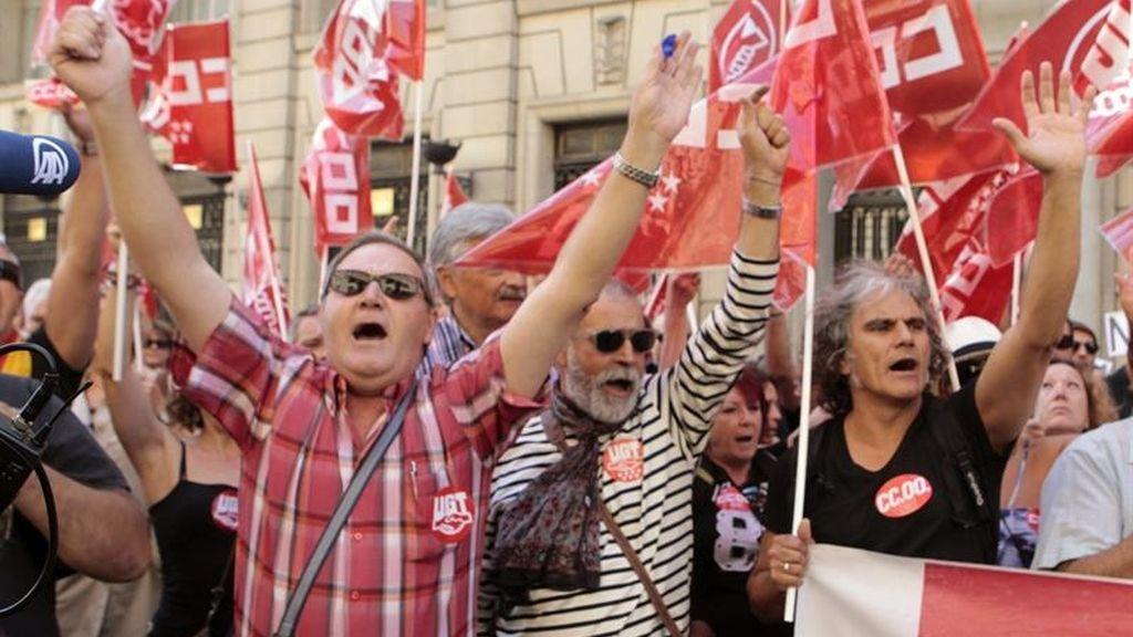 Los funcionarios salen a protestar contra los recortes del Gobierno