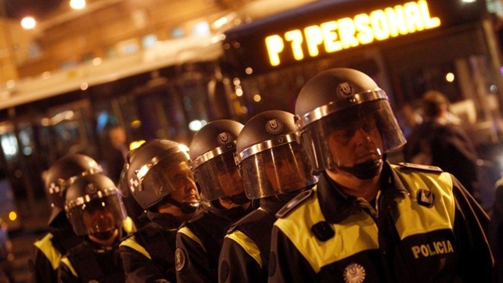 La Policía custodia las autobuses en Madrid