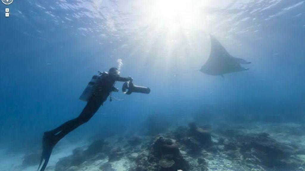 """Google Maps traslada a sus internautas a """"seis de los puntos submarinos más increíbles del mundo"""" con imágenes panorámicas de los arrecifes de Australia, Filipinas y Hawái."""