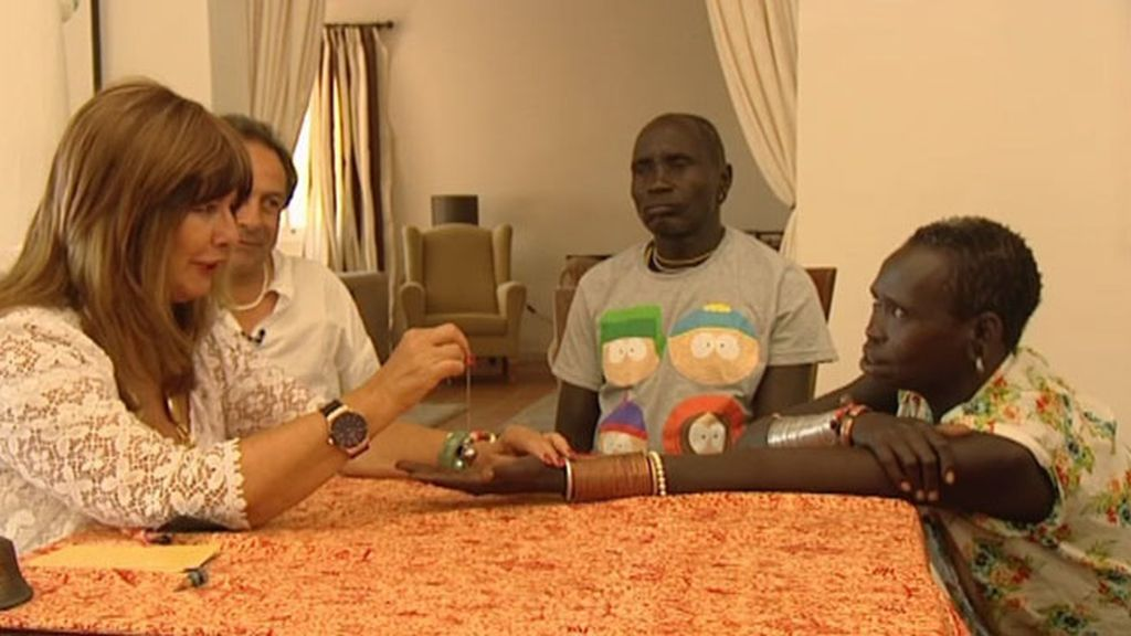 Los Suri intercambian visiones con Esperanza Gracia