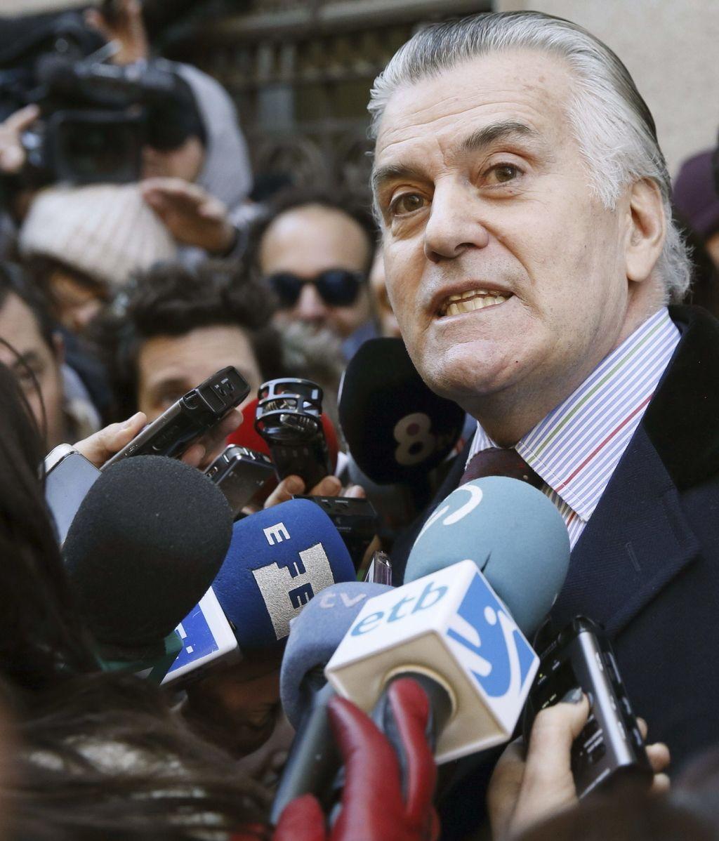 Luis Bárcenas, extesorero del PP, atiende a los medios