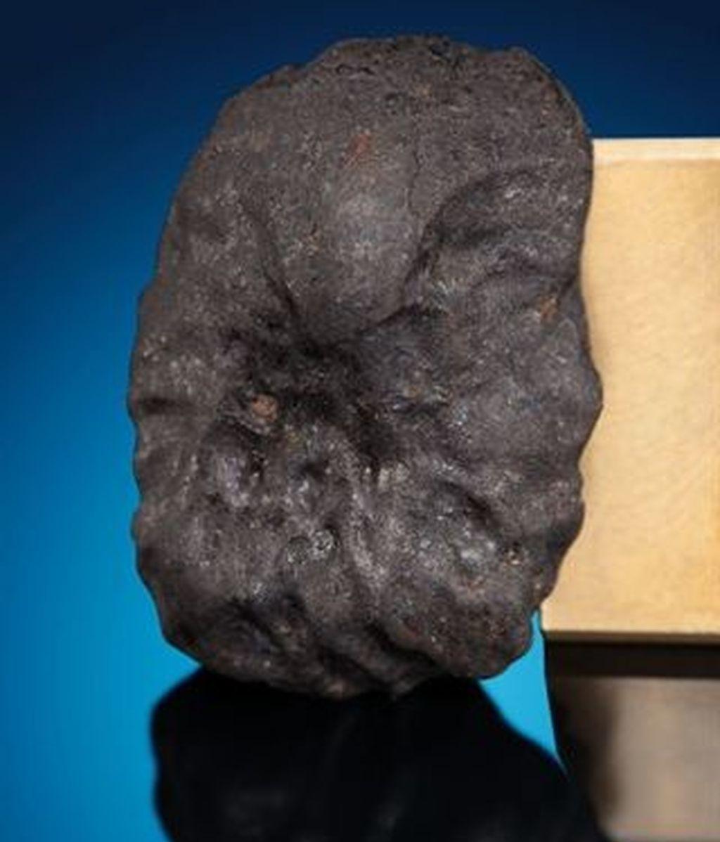 Se subastan tres fragmentos del meteorito que causó 1.000 heridos en Rusia