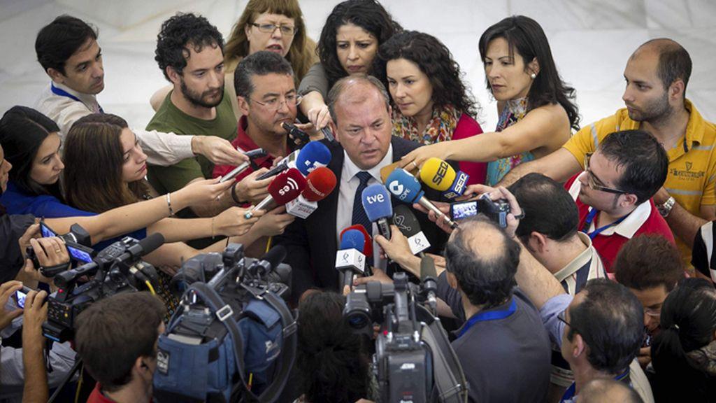 Monago valora la moción de censura presentado por los socialistas extremeños