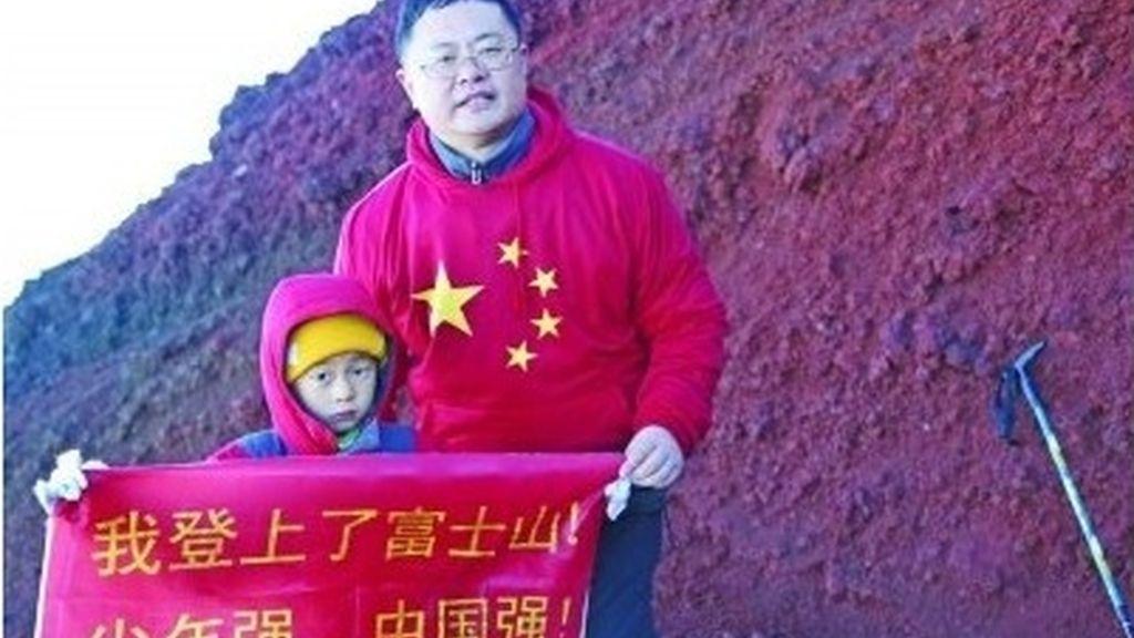 Un padre escala con su hijo de cuatro años el monte Fuji para reivindicar soberanía de isla Diaoyu