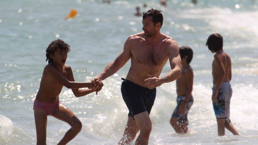 Hugh Jackman, súper papá en Saint Tropez