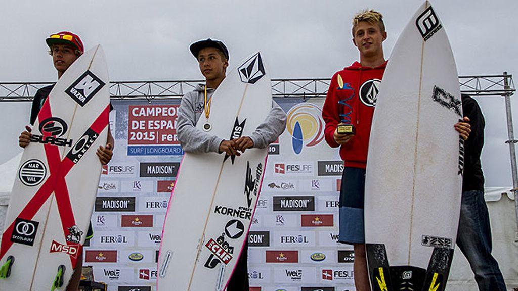 Campeones de Surf sub-16 masculino