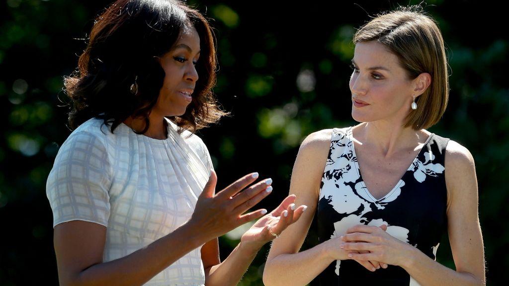 La reina Letizia y Michelle Obama en los jardines de la Casa Blanca