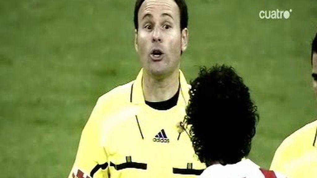 El árbitro del derbi