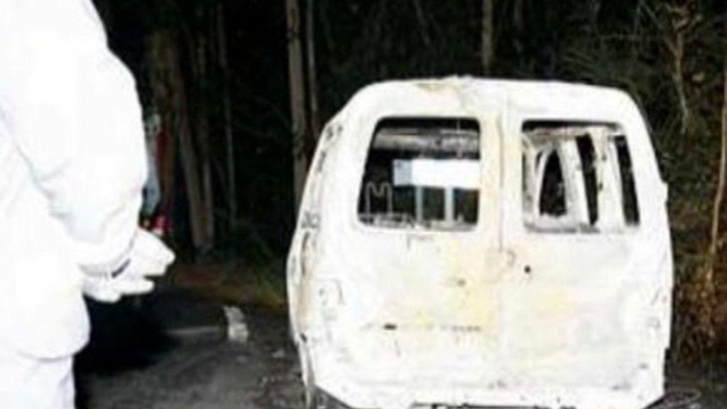 Un bebé aparece carbonizado en un coche en Betanzos