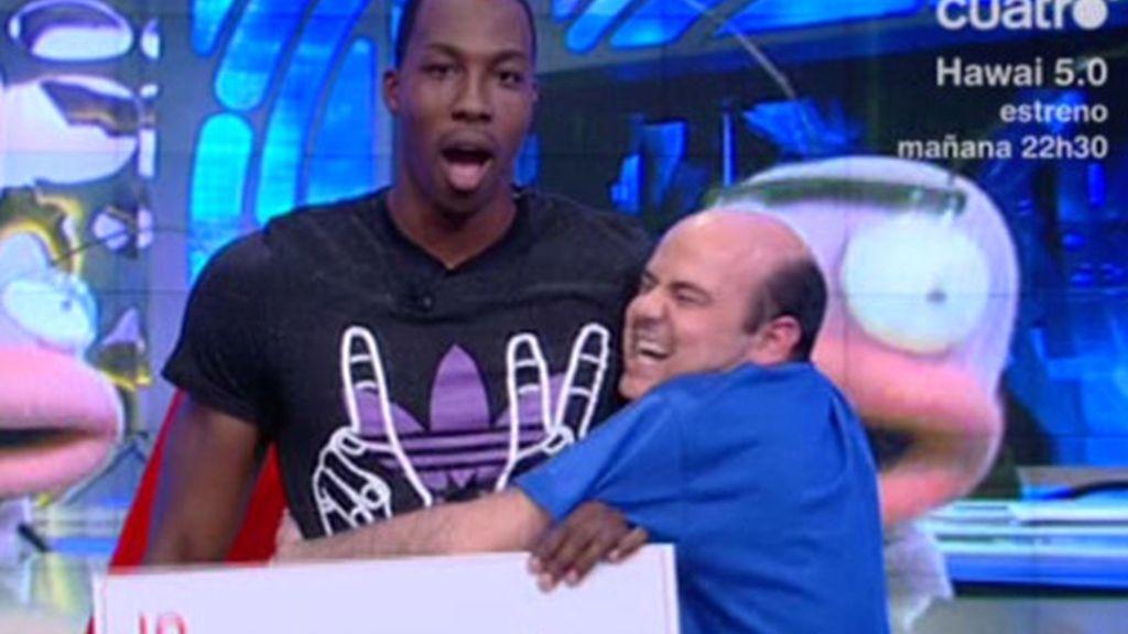 Así se le quedó la cara a Dwight Howard con la magia de Jandro