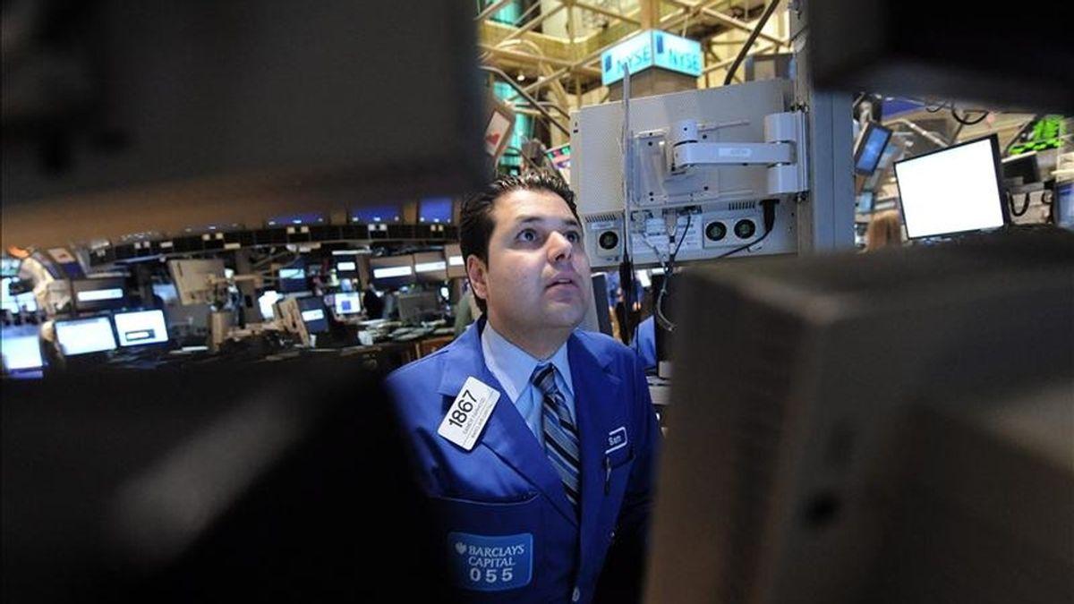 Al cierre de la jornada en el mercado neoyorquino, el índice Dow Jones de Industriales terminó en 11.755,44 puntos, tras sumar 83,56 unidades. EFE/Archivo