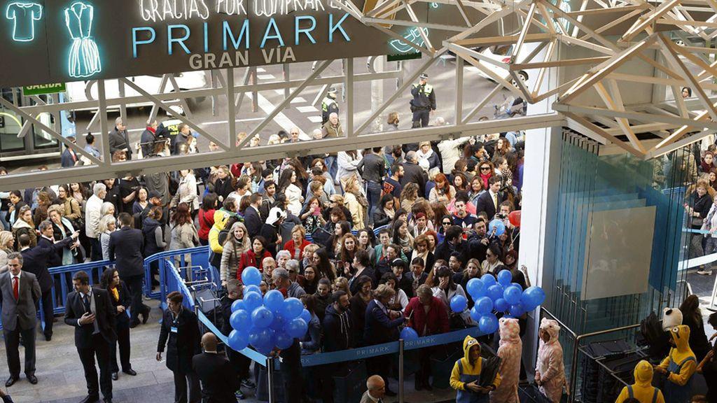 Colas para entrar en la nueva tienda Primark