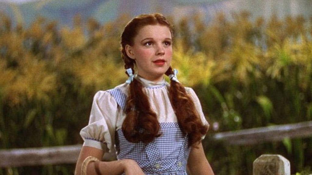 Subastan el vestido de Judy Garland en el 'Mago de Oz'